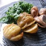 """Ouă de prepeliță rulate în pui și cartofi """"dungați"""""""