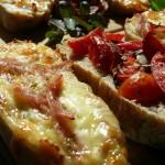 """Bruschette cu roşii şi brânză plus un ingredient """"secret"""""""