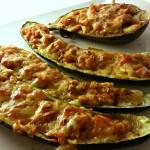 Vreau să slăbesc. Zucchini umpluți cu pui și brânză pentru o cină ușoară