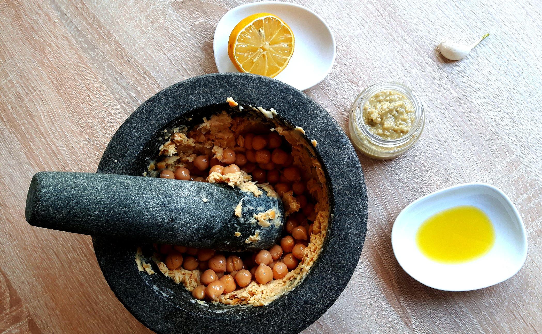 Cea mai simplă rețetă de hummus