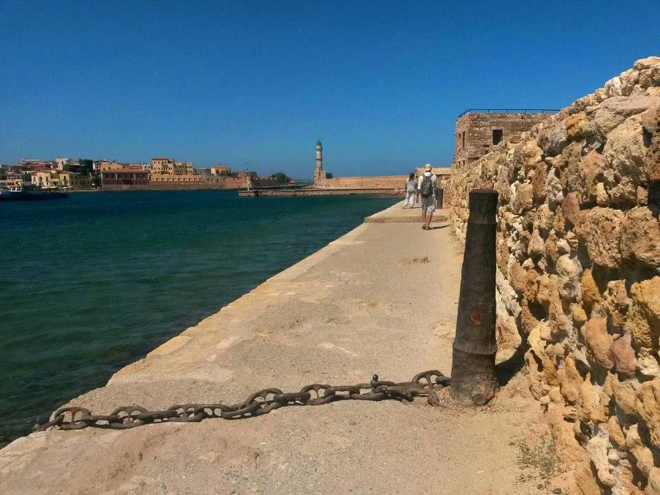 Creta, tărâm al piraților și măslinilor, captiv între ape