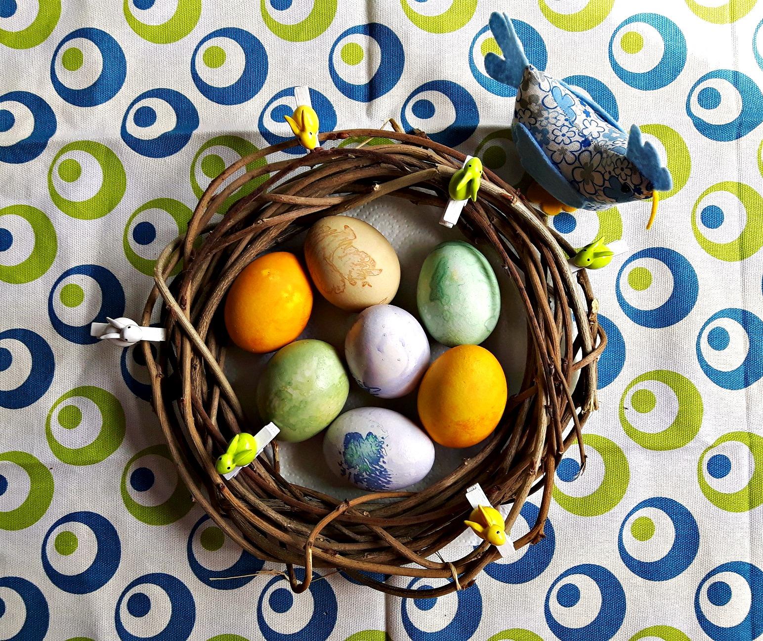 Patru feluri de a vopsi ouăle de Paști în mod natural