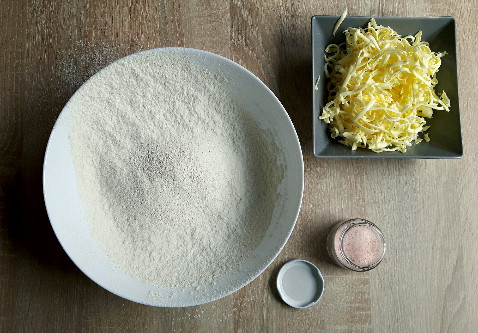 Cum să faci aluat fraged cu unt (pentru quiche sau tarte)