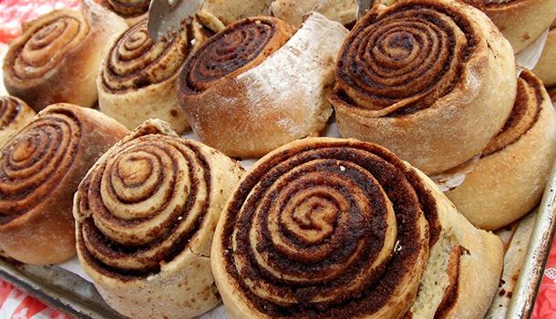 Cinnamon Roll Cake
