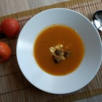 Supă-cremă de roșii cu ardei copt și crutoane