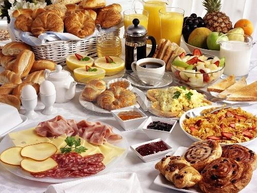 """Idei de mini petreceri: De la """"Sunday Brunch"""", la """"Ceaiul de la ora...15"""""""
