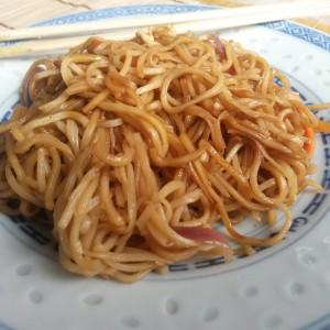 """Tăiţei asiatici mai simpli decât...""""美好的一天"""", adică """"Měihǎo de yītiān"""", adică """"Bună ziua"""" :)"""