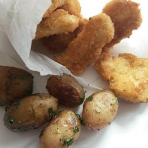 """Cartofi şi """"nuggets"""" de pui - meniu clasic, cu câteva diferenţe"""