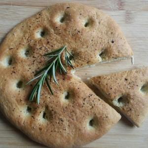Focaccia cu ierburi de Provence ulei de măsline (plus sare aromată) şi gropiţe în obraji :) (VIDEO)