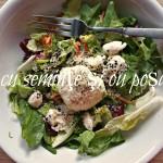 Light&Fast: Salată cu seminţe şi ou poşat, gata în 5 minute