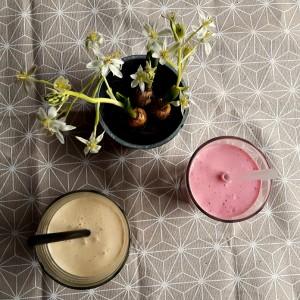 Smoothie cu zmeură și smoothie cu cafea pe care să le încerci chiar azi
