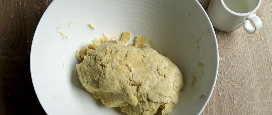 Cum să faci aluat fraged (pentru quiche și tarte)