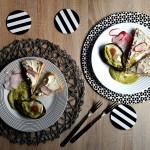 Ou copt în avocado cu sos verde făcut în casă și poze din grădina noastră