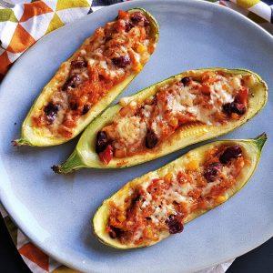Mâncarea în vremea COVID: Dovlecei umpluți cu fasole, porumb și brânză
