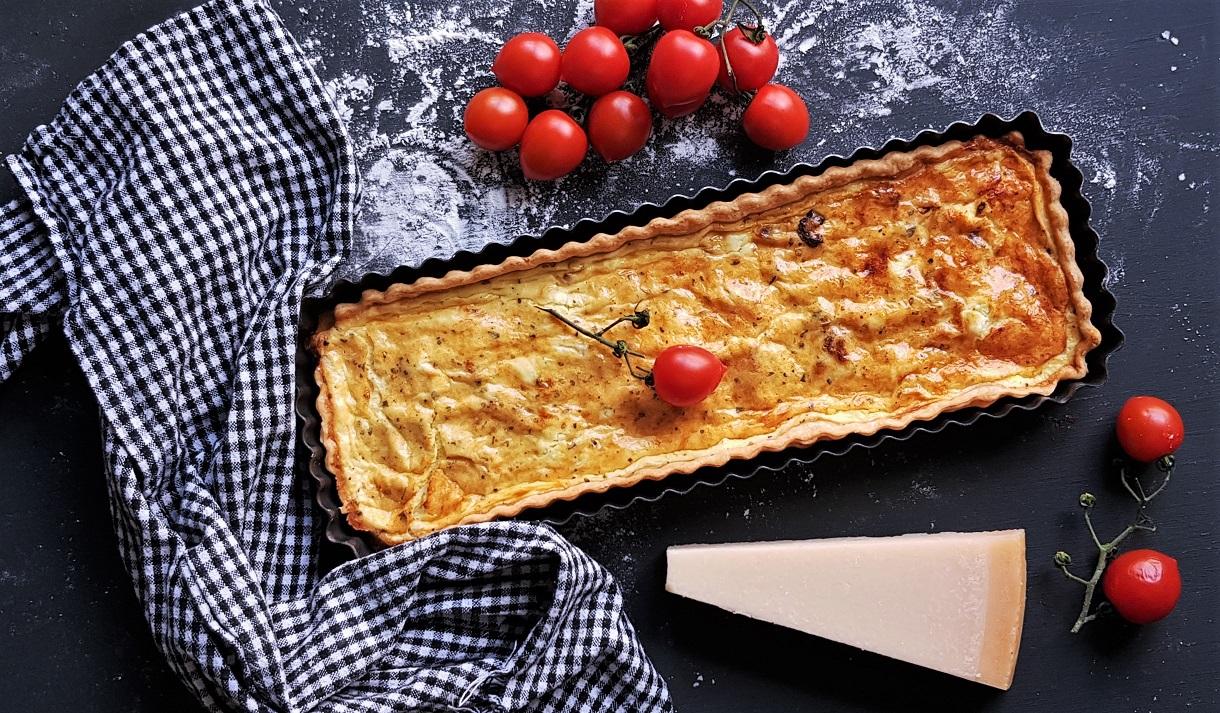 Sofisticat: Quiche cu trei brânzeturi și roșii uscate la soare