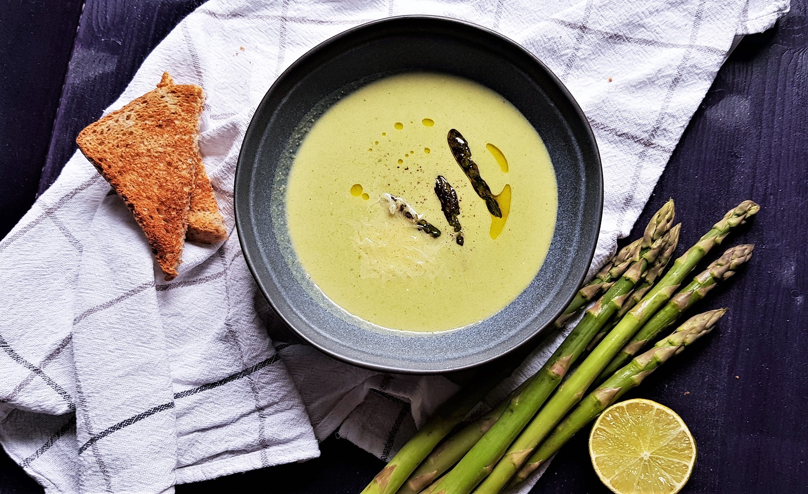 Sofisticat: Supă cremă de sparanghel verde